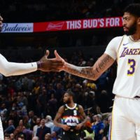 Lakers' Anthony Davis has 'monster game' in spite of requiring IV at half